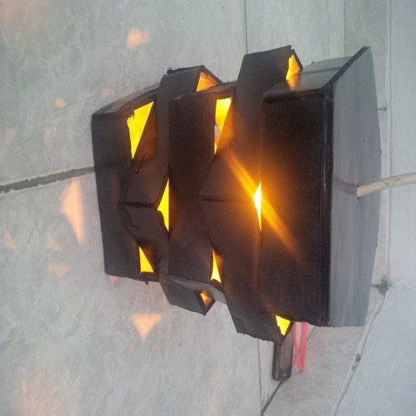 Mendesain lampu gantung dari kardus bekas